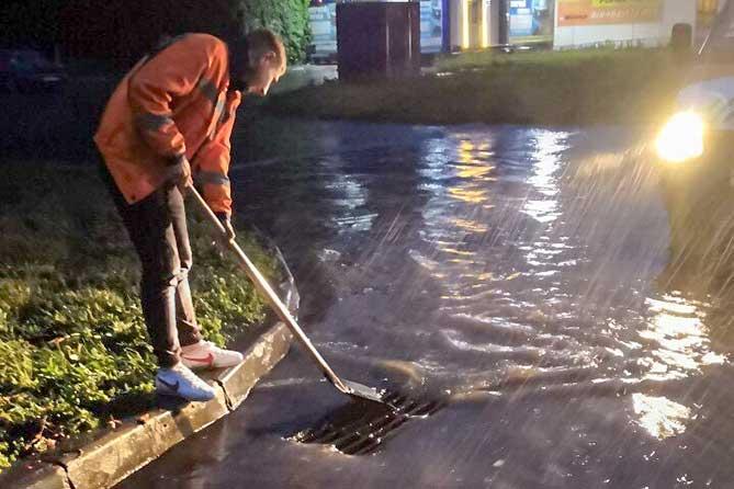 С 5 по 6 августа 2019 года в Тольятти выпало больше месячной нормы осадков : Дорожные службы ликвидируют последствия ливня