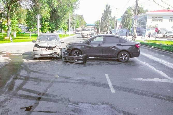 ДТП 14 августа 2019 года в Тольятти: Водителя «Калины» доставили в больницу