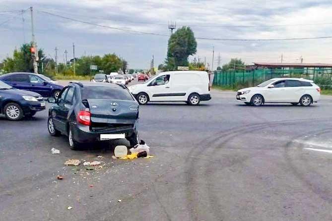 В ДТП на Обводном шоссе пострадали пассажиры автомобиля и 4-летний ребенок