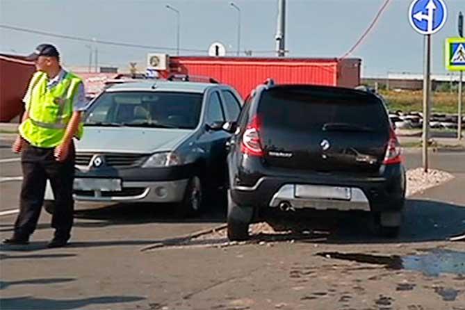 Возле ТК «Акварель» в аварии с участием трех автомобилей пострадали двое детей