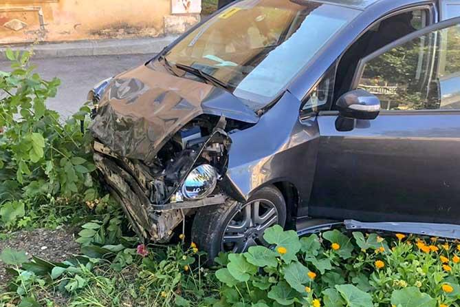 В ДТП на улице Гидростроевской пострадал водитель автомобиля