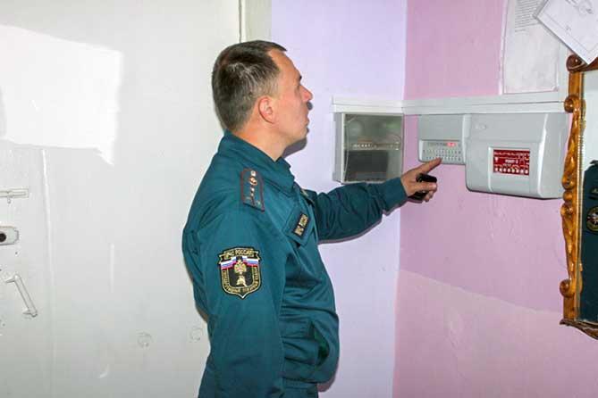 Сотрудники МЧС проверили школы Ставропольского района перед началом учебного года