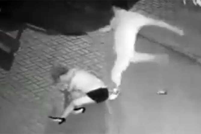 Женщина погибла на улице: Из-за ревности избил сожительницу