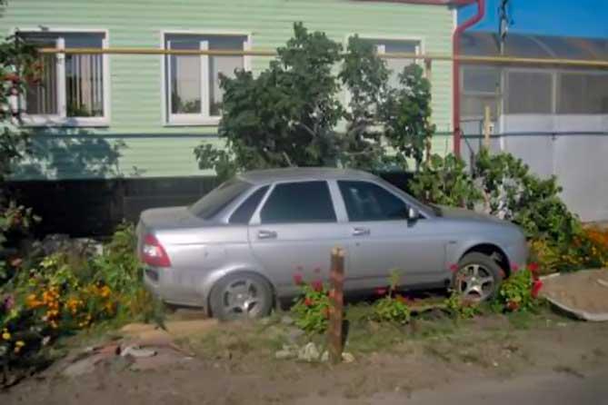 Хозяин автомобиля находился дома и о том, что автомобиль украден и попал в ДТП, он узнал от инспекторов ГИБДД