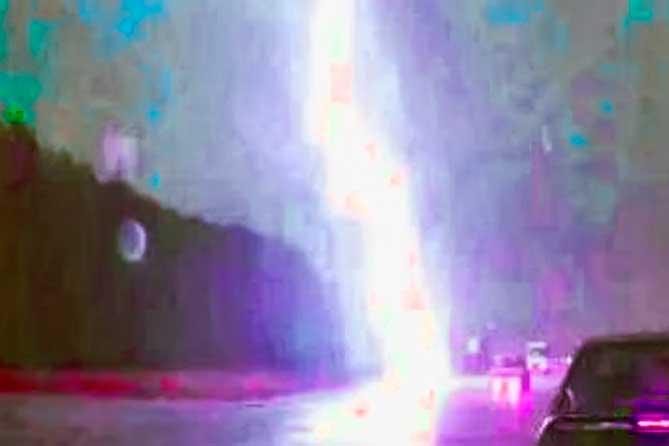 Внезапно ударила молния: сотрудник получил смертельную травму