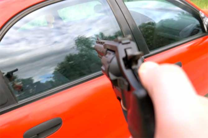 Он решил, что хозяина нужно проучить: Расстрел автомобиля
