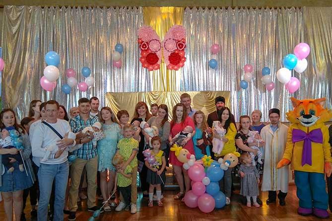 В Тольятти поздравили семьи, в которых родились дети в день рождения города — 20 июня