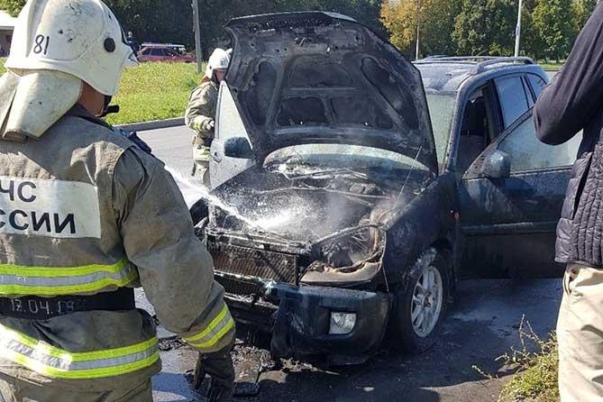В Автозаводском районе Тольятти загорелся автомобиль во время движения 30 августа 2019 года