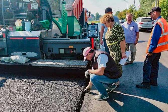 В Тольятти на улице Юбилейной приступили к укладке верхнего слоя асфальта