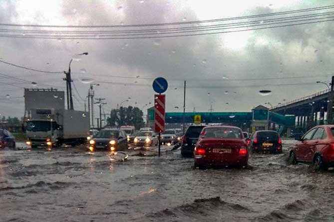 машины во колоеса в воде