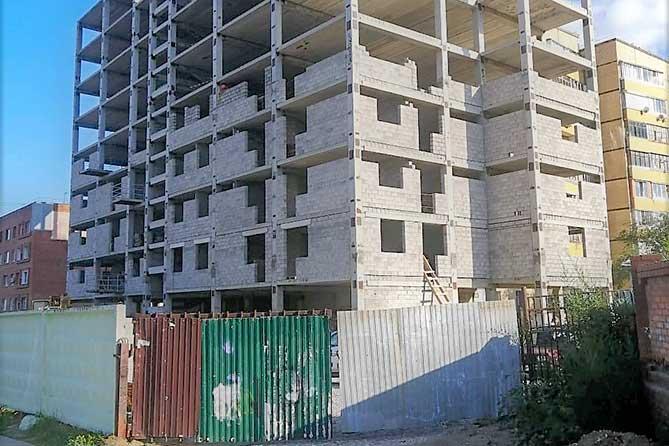 В Комсомольском районе Тольятти возобновлено строительство проблемного дома