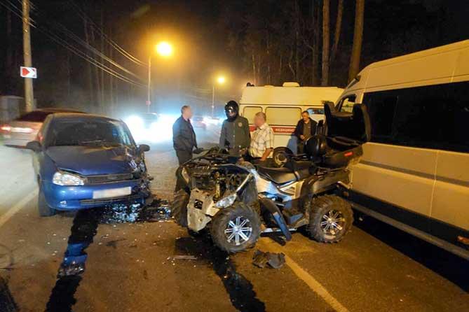 В Тольятти водитель квадроцикла устроил ДТП с автомобилем и маршруткой