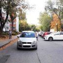 Во дворе дома на Ленинском проспекте под колеса автомобиля попала женщина с трехлетним ребенком