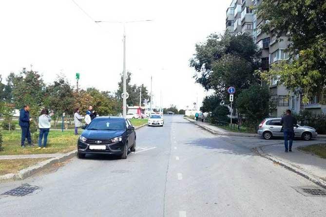 В Тольятти на Рябиновом бульваре под колеса автомобиля попал 8-летний мальчик