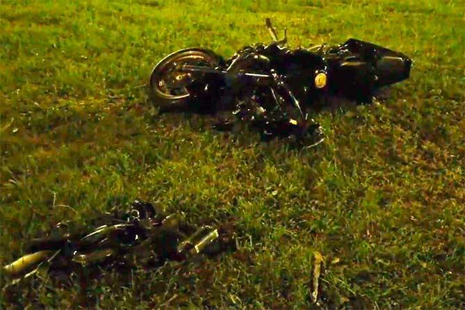 Пролетели метров десять после ДТП: В Тольятти столкнулись автомобиль и мотоцикл