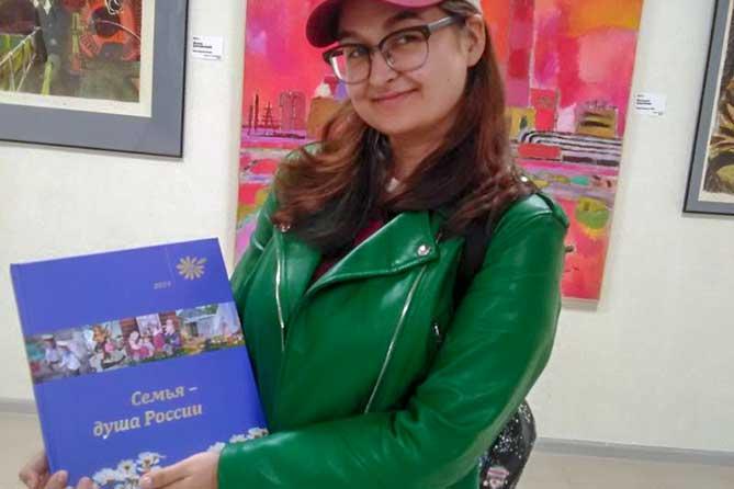 Среди победителей конкурса художников «Семья – душа России» — тольяттинская студентка Анна Фомина