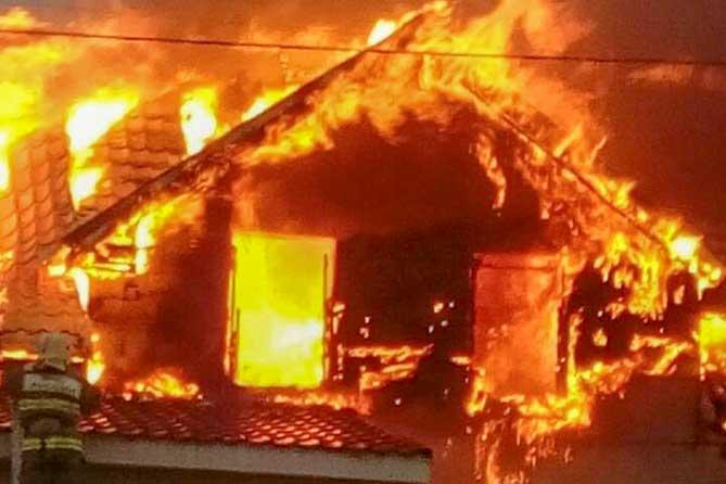 В Тольятти в огне погибли две женщины и двое мужчин