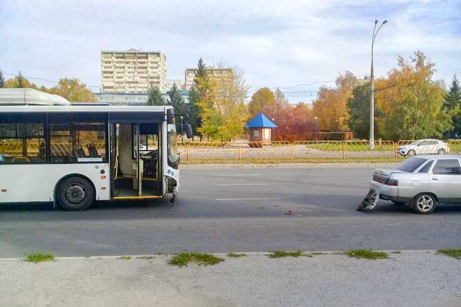 В ДТП с участием автобуса и автомобиля на проспекте Степана Разина пострадал 4-летний ребенок