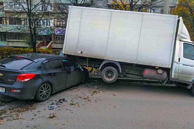 Странное ДТП произошло в Тольятти 20 октября 2019 года