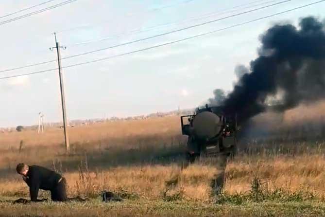 Водитель пострадал, но успел выпрыгнуть при пожаре автомобиля под Тольятти 25 октября 2019 года