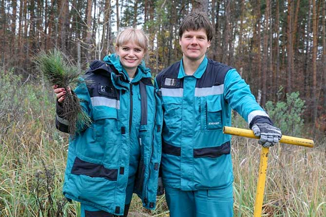 Сдали макулатуру — посадили лес: Сотрудники «СИБУР Тольятти» вышли на осеннюю посадку леса