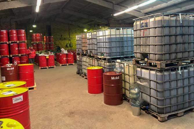 Тысячи литров контрафактного масла изготавливали кустарно в Тольятти