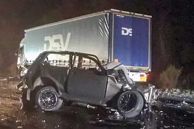 НИВА столкнулась с КАМАЗом: Три человека погибли на месте ДТП