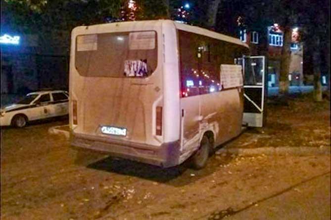 автобус после столкновения с легковым авто