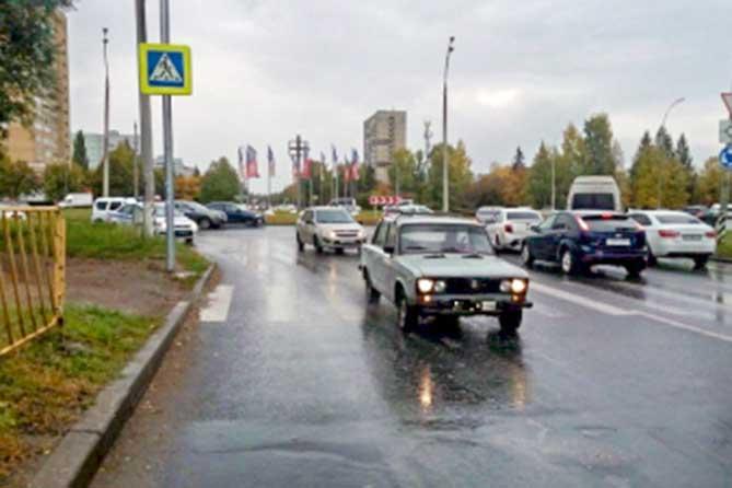 Устанавливаются очевидцы и водитель, скрывшийся с места ДТП в Тольятти напротив Ворошилова, 45