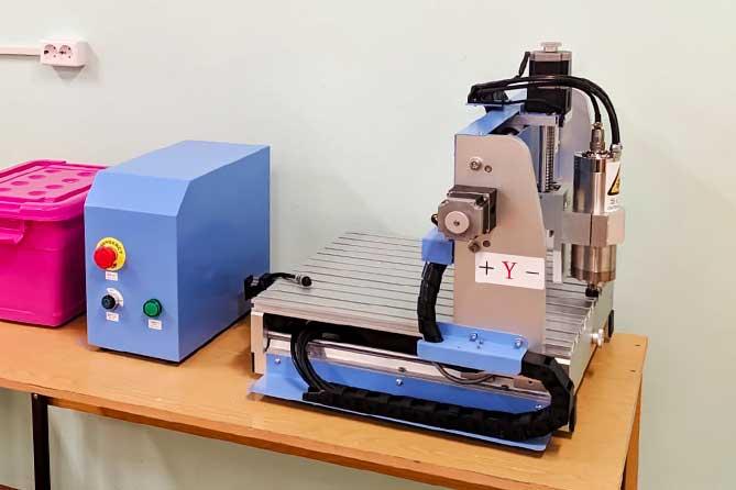 Робототехника, швейные машины, лазерные и фрезерные станки, ноутбуки: Две школы Тольятти получили современное оборудование для кабинетов технологии