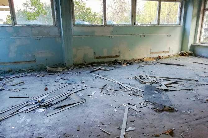 Стекла разбиты, дверные проемы сломаны: Суд обязал привести в порядок заброшенное здание в Тольятти