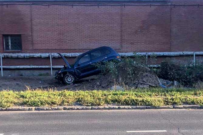 В результате ДТП на улице Вокзальной пассажирка «Крайслера» получила травмы