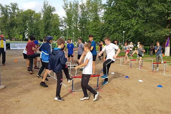 дети на спортивной тренировке в Центральном парке