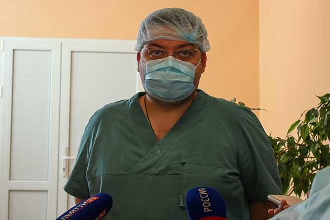 Известный хирург Илья Захаров провел в Тольятти эндоскопическую операцию по установке гастростомы тяжелобольной девочке