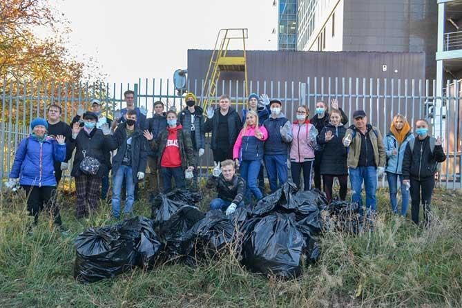 В Тольятти прошел субботник по уборке территории Комсомольской набережной